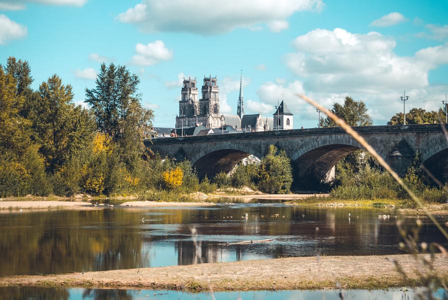 Sur la Scandibérique visite d'Orléans le long de la Loire