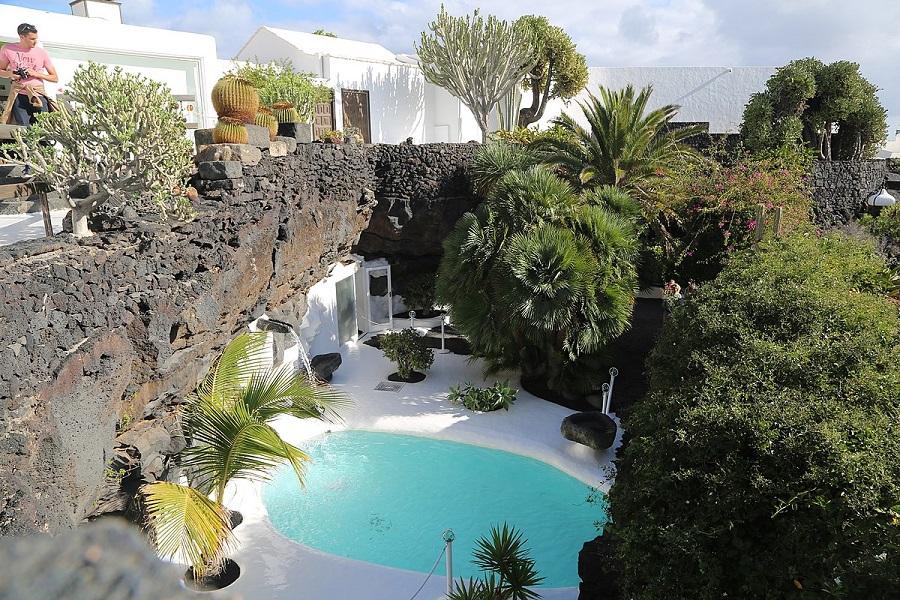 Het huis van César Manrique in lavarots gehouwen