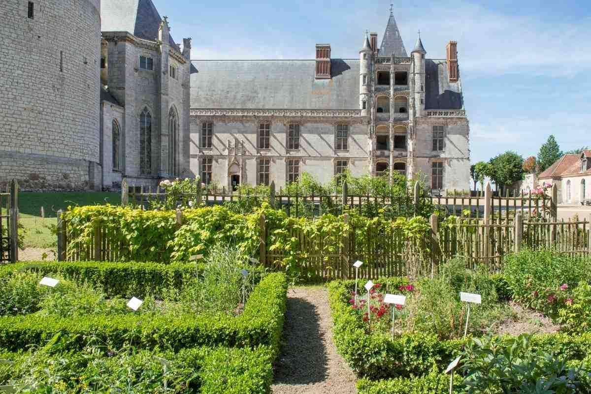 Châteaudun : aile Longueville vue depuis le jardin potager