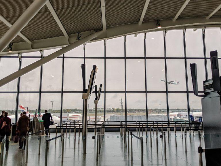 Luchthaven: Binnenkort snelle rijen voor gevaccineerden?