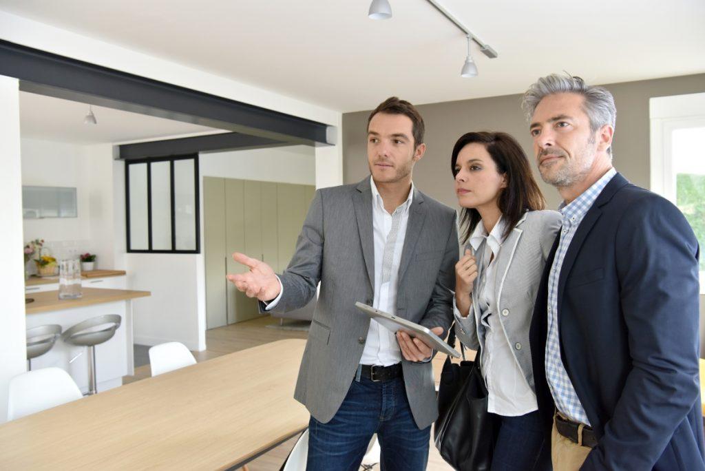 Que faire si des locataires potentiels viennent visiter l'appartement où vous séjournez durant vos vacances ?