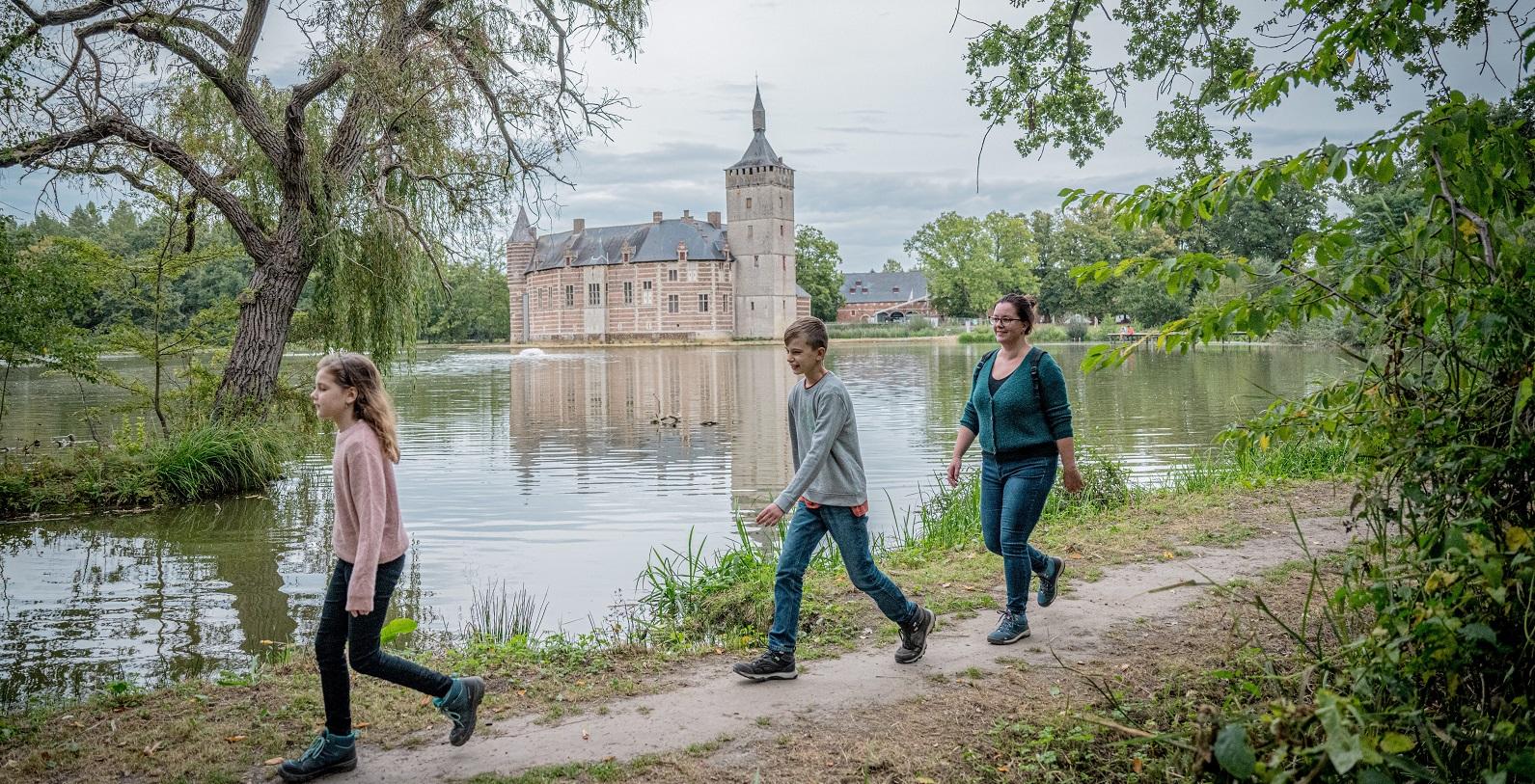 Wandelen aan het kasteel van Horst