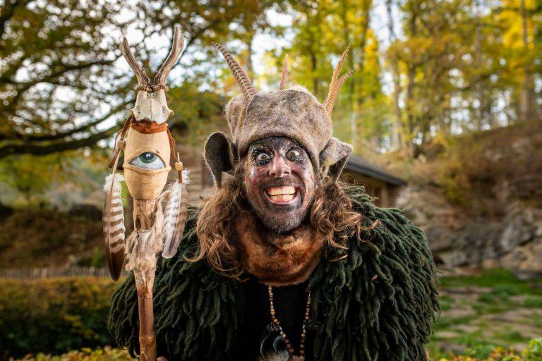 Du 30 octobre au 07 novembre, l'ambiance délicieusement étrange d'Hanlloween s'installe au Domaine des Grottes de Han !